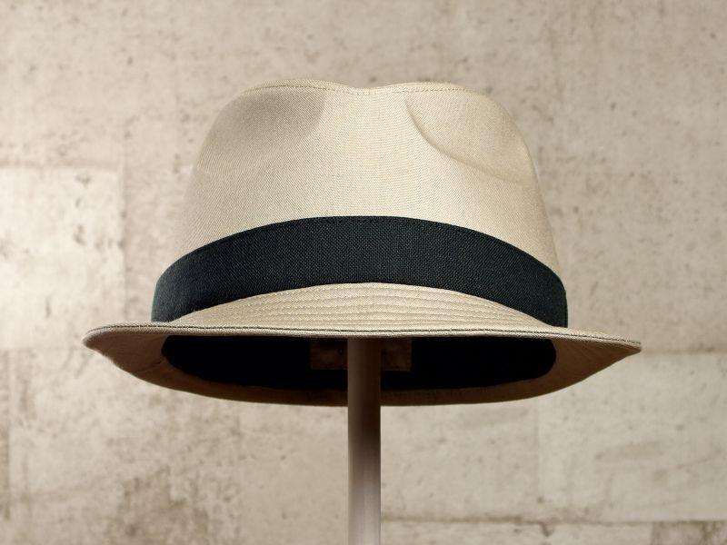ベージュ中折れ帽子2