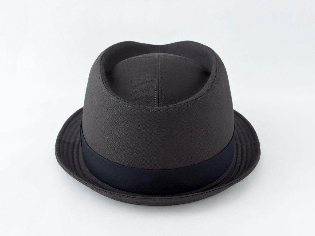 ダークグレー中折れ帽子3